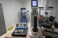 Mitutoyo HR-500 Hardness Tester with LCD Display, Anvils, Tooling