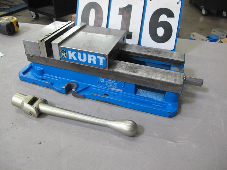 "Kurt D-675 6"" Machine Vise with Handle"