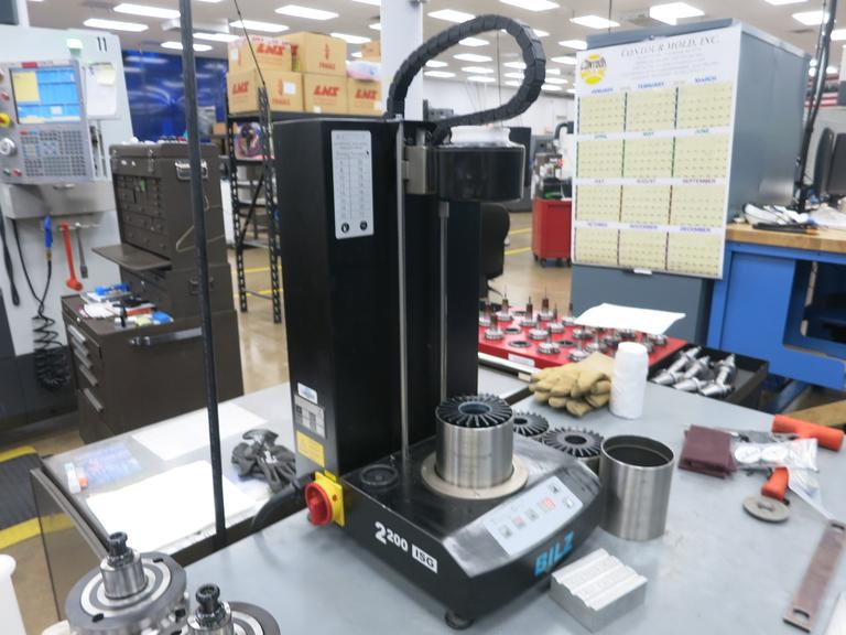 Bilz Model 2200 ISG Thermo Grip Heat Shrink Machine for Shrink Fit Tool Holders, with Several 40 Taper Tool Sleeves