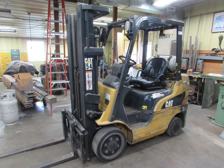 Caterpillar 2C5000 Fork Truck with Cushion Tires and Triple Mast