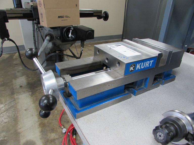 "Kurt Model 3600V 6"" Vise W Steel Jaws Horizontal/Vertical Mounting and Speed Handle"