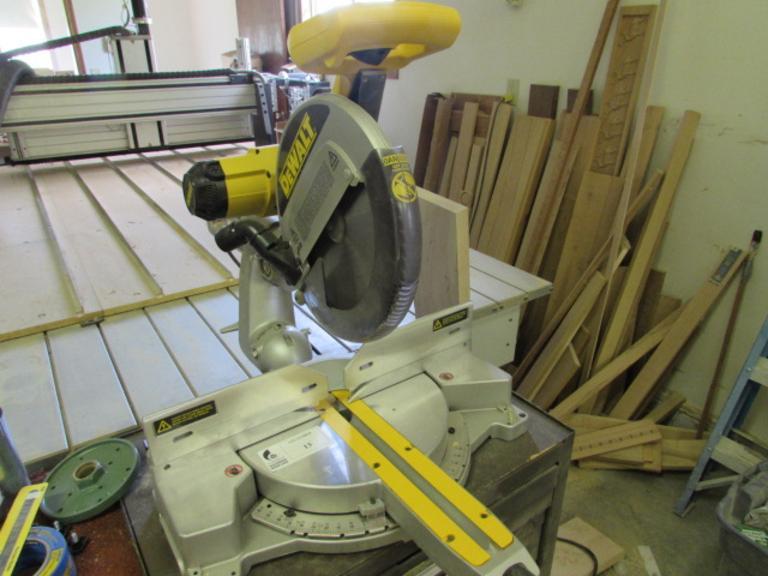 Machines Used Dewalt Model Dw708 12 Sliding Compound Miter Saw