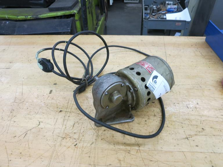 Roberts 1/15HP Single Phase Electric Motor with 15:1 Ratio Gearbox. 117RPM Output.  115V, with Plug & Switch