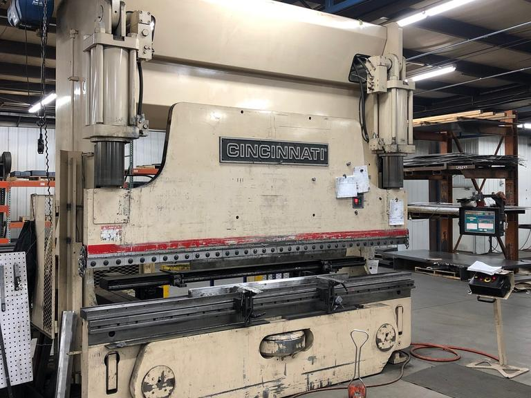 Cincinnati 230PF10, 230 Ton CNC Press Brake with Cincinnati Touch Screen Control, 4-Axis Back Gauge