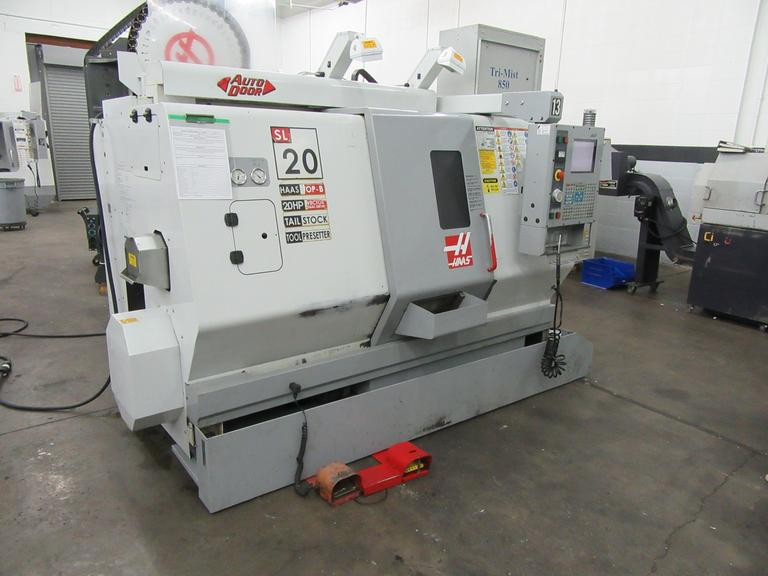 Haas SL-20T CNC Turning Center with Programmable Tailstock, Parts Catcher, Tool Presetter Chip Auger
