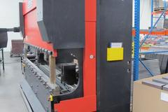 Amada HFB0 100 30, 110 Ton Hydraulic CNC Press Brake with Operateur Control and 6-Axis Backgage System