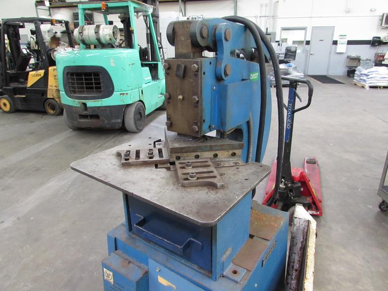 Kidder Hydraulic Notcher with Foot Switch and Mobile Base