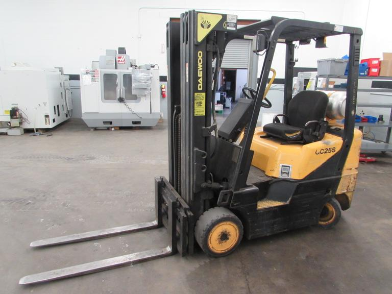 Daewoo GC25S-3 4300lb Capacity Propane Powered Forklift with Side Shift